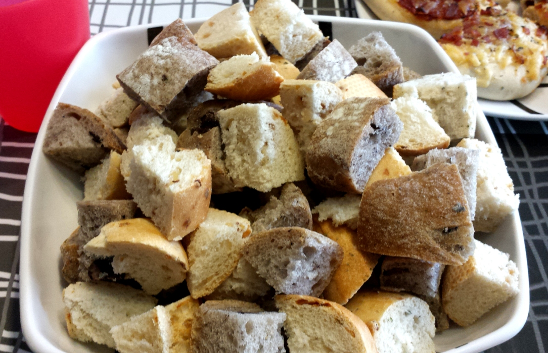 fondue-de-queso-surtido-de-panes