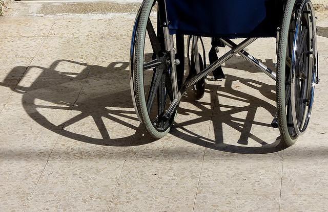 wheelchair-shadow-cc-zeevveez-640px.jpg