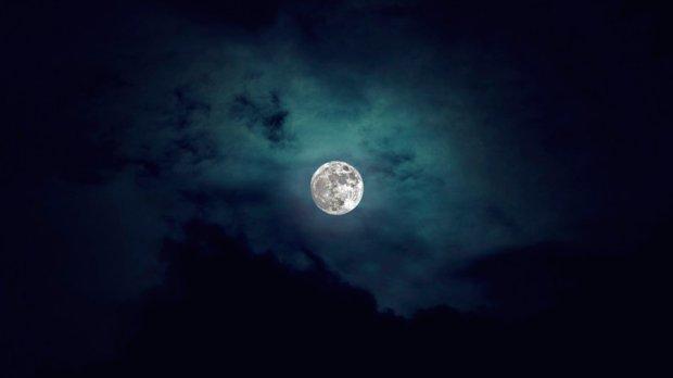 the_moon_by_deejaywolf